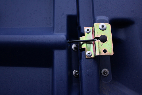 Urban Prototyping Festival 2012 – San Francisco – SOMA – 15 – porta-potty hinge